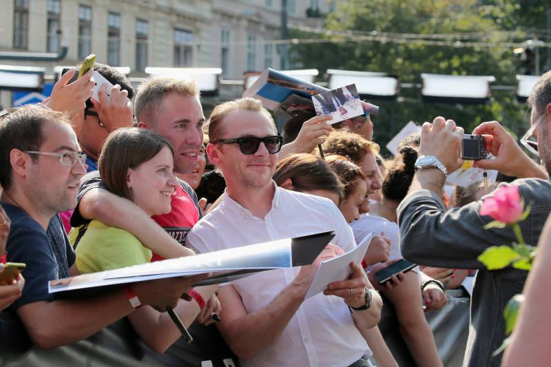 VIENNA, AUSTRIA - JULY 23:  (EDITORS NOTE: This image has been digitally manipulated) Simon Pegg takes selfies with fand during the world premiere of 'Mission: Impossible - Rogue Nation' at the Opera House (Wiener Staatsoper) on July 23, 2015 in Vienna, Austria.  (Photo by Gisela Schober/Getty Images for Paramount Pictures International)