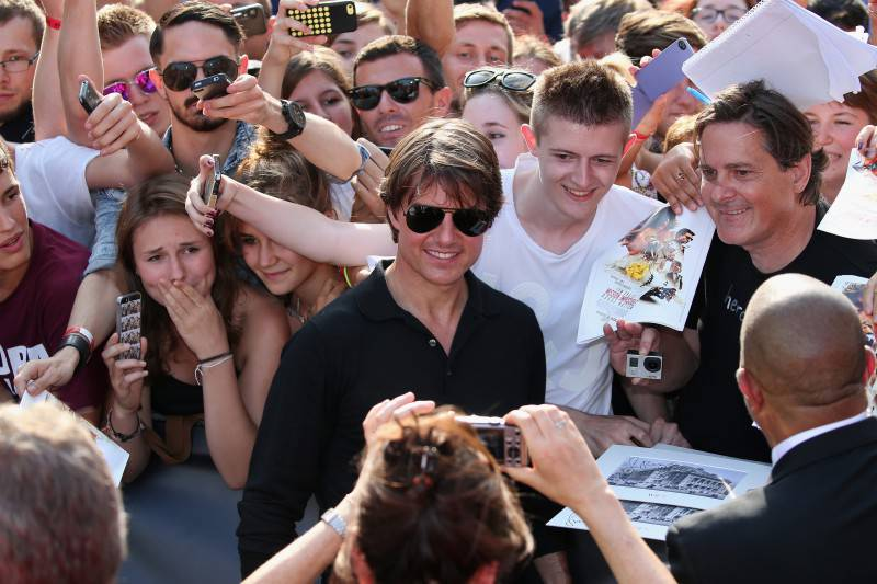 VIENNA, AUSTRIA - JULY 23:  Tom Cruise poses with fans during the world premiere of 'Mission: Impossible - Rogue Nation' at the Opera House (Wiener Staatsoper) on July 23, 2015 in Vienna, Austria.  (Photo by Gisela Schober/Getty Images for Paramount Pictures International)