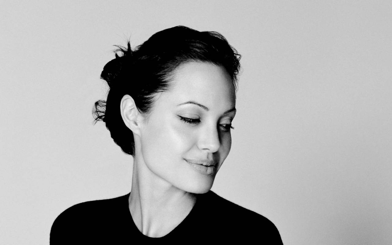 Angelina-angelina-jolie-25930618-1280-800