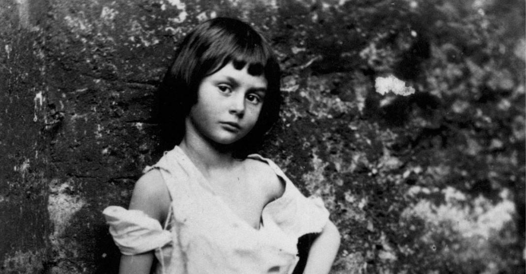 Alice nel paese delle meraviglie le controverse - Frasi di alice attraverso lo specchio ...