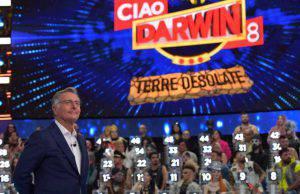 Paralisi per Ciao Darwin? Puntata 26 aprile non va in onda, il comunicato