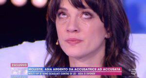 Asia Argento piange a Live - Non è la D'Urso, ecco perché...