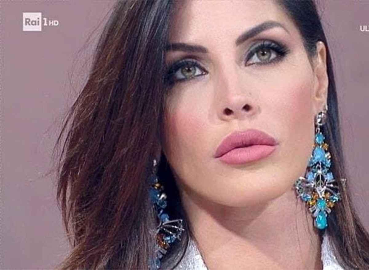 Guendalina Tavassi cambia le protesi al seno