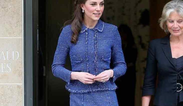 Kate Middleton fa gli auguri al principe Filippo sui social, ma è polemica