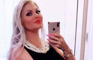 Donna col girovita più stretto al mondo, chi è Sophia Vegas?