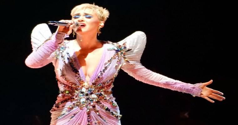 Katy Perry: accusata da una suora per la morte di una sorella