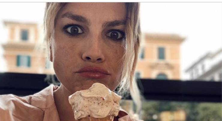 Emma Marrone perde la testa (1)