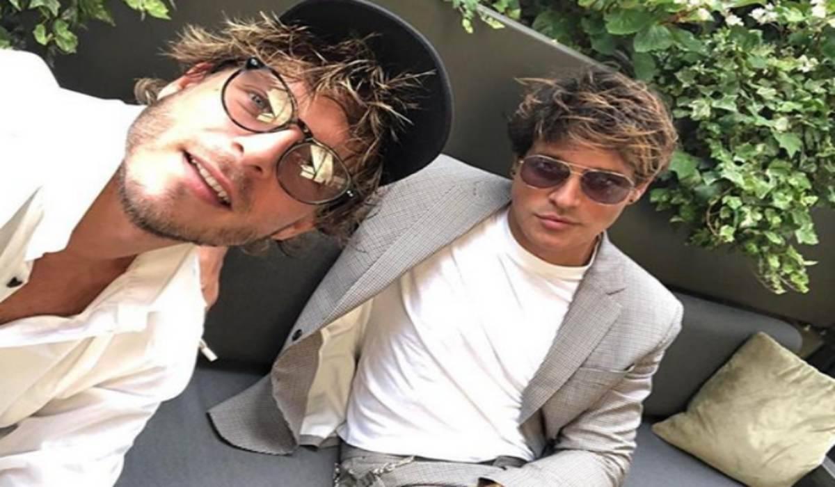 C'è molta curiosità intorno al rapporto che lega Gabriel Garko a Gabriele Rossi, i due attori sono molto amici e c'è chi insinua che tra i due ci sia qualcosa di più.
