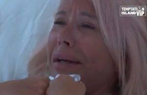 Anna Pettinelli in lacrime