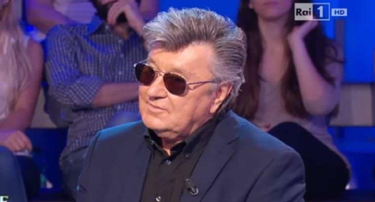 Bobby Solo verrà celebrato nella puntata in onda oggi diTecheteche, pochi sanno che il suo vero nome è Roberto Satti. Ecco come è nato il suo nome d'arte.