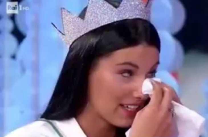 Carolina Stramare colpita dalla maledizione delle Miss: è tornata single