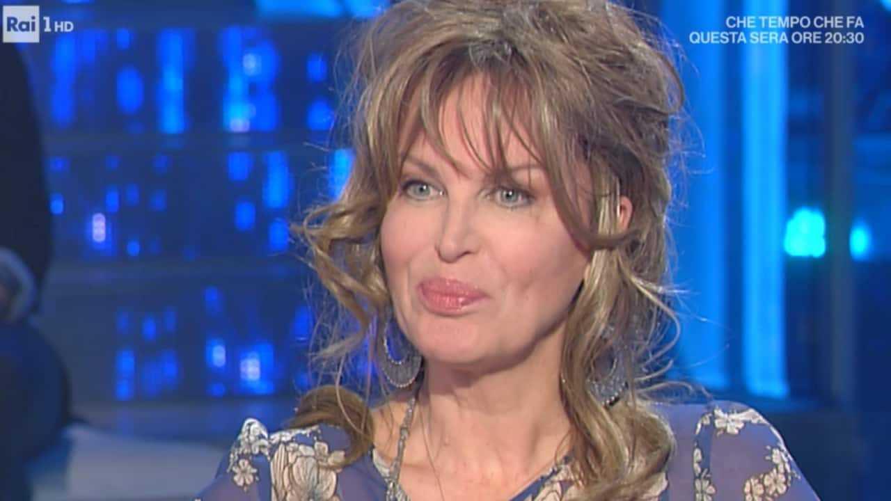 """Dalila Di Lazzaro in difficoltà economiche: """"Mi hanno truffato"""""""
