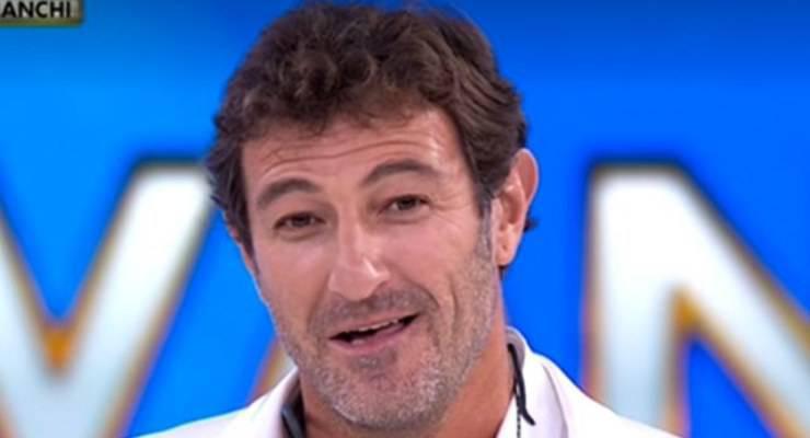 Ciro Ferrara commosso ad Amici Celebrities ascolta le commoventi parole scritte per lui da suo padre, ecco cosa è successo