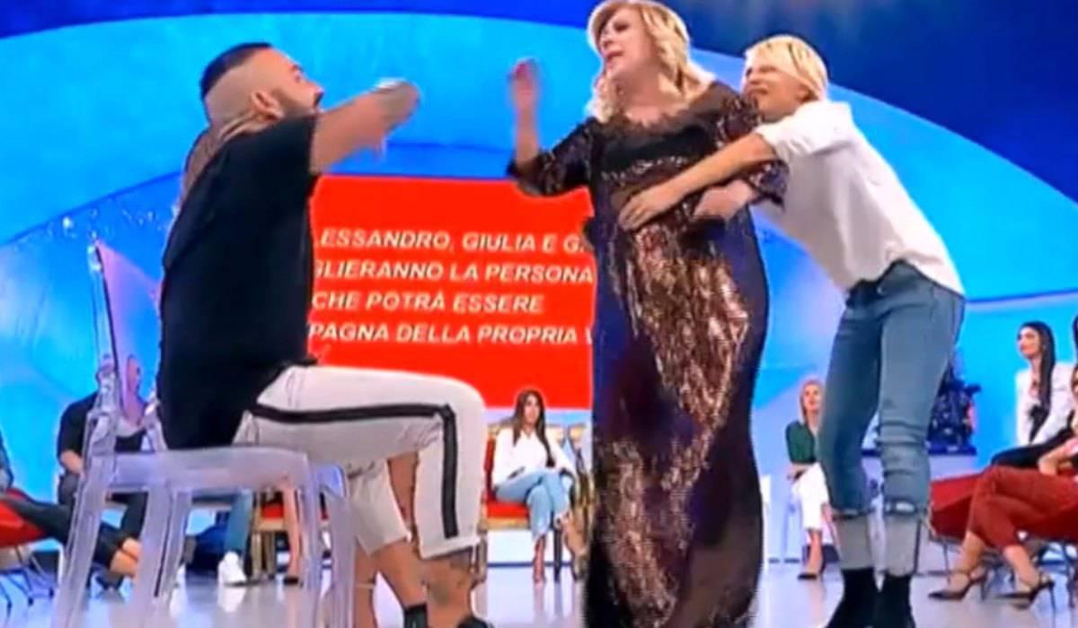 Tina Cipollari scontro Er Faina, lite a Uomini e Donne ...