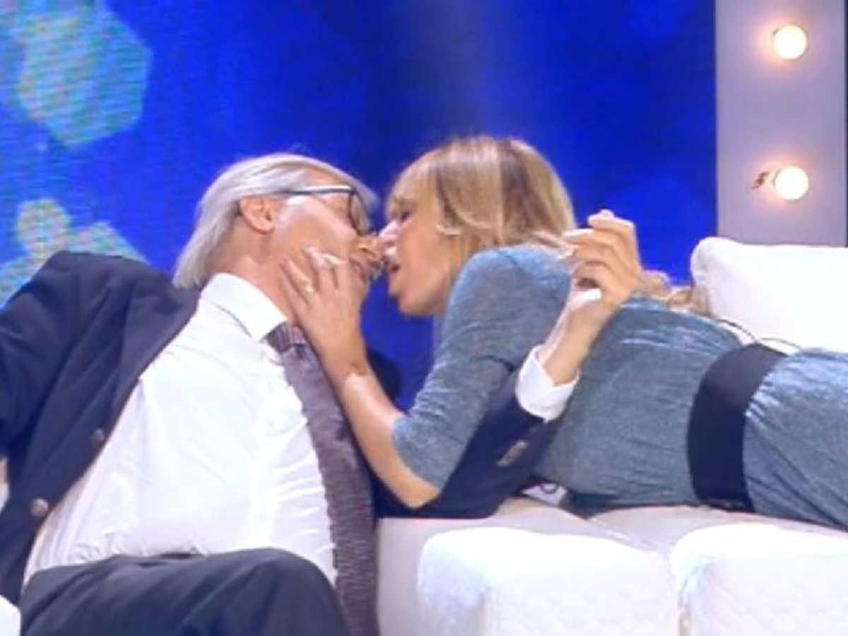 vittorio sgarbi alessandra mussolini bacio