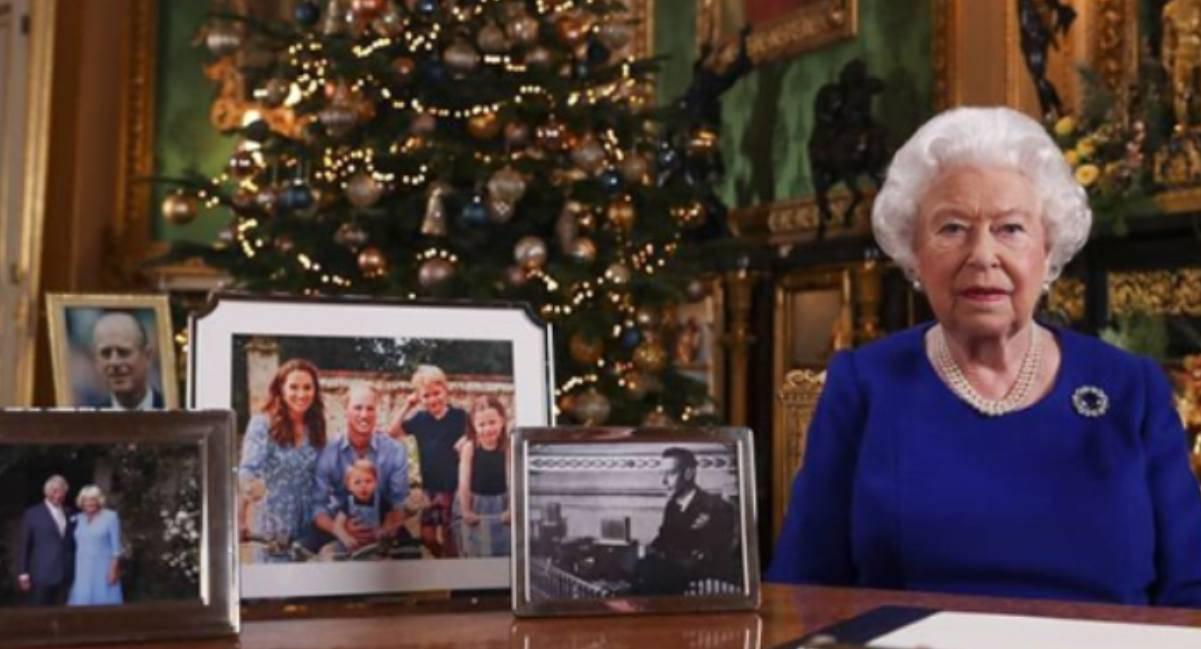 Meghan e Harry esclusi dalla Regina: Elisabbetta II
