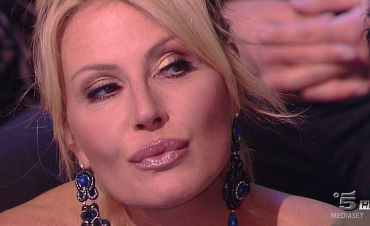 Maria Grazia Cucinotta risponde a Nathalie Caldonazzo