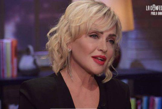 Paola Barale contro Alfonso Signorini: l'attacco su Instagra