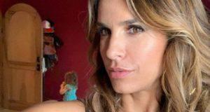 Elisabetta Canalis scatto bollente: ma c'è il trucco