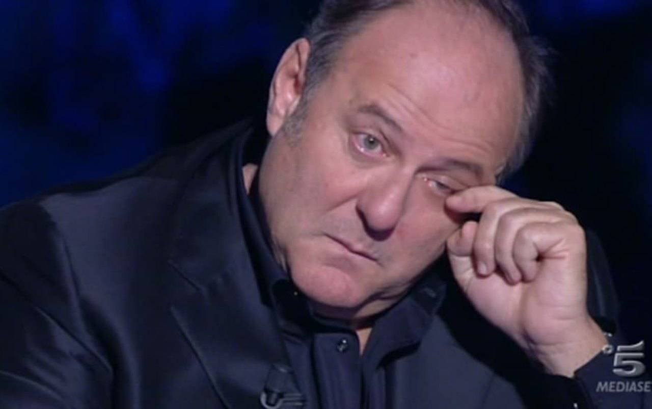 Gerry Scotti in lacrime