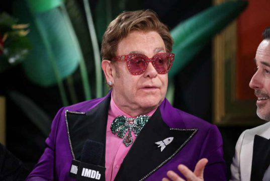 Elton John interrompe un concerto |  problema di salute per il cantante