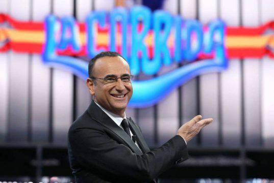 Carlo Conti cita Amici durante La Corrida: la risposta di Ma