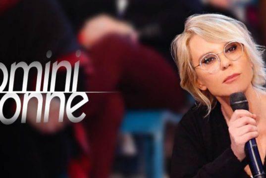 """Uomini e Donne sospeso: il """"trono"""" continua online"""