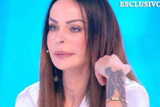 Nina Moric è fidanzata, ma lui non è Fabrizio Corona: è mistero