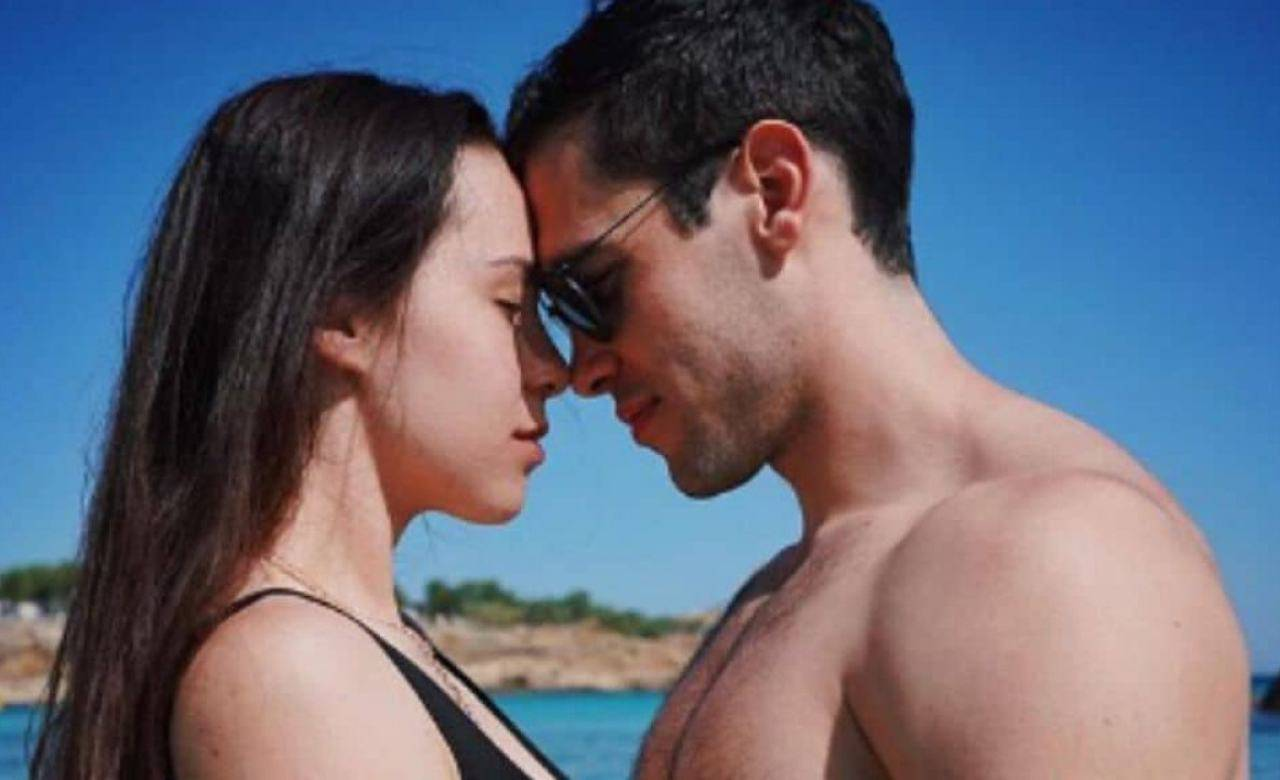 Goffredo Cerza fidanzato Aurora Ramazzotti: lo scherzo conquista il web