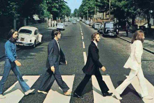 Strisce Abbey Road Beatles, il Coronavirus paradossalmente i