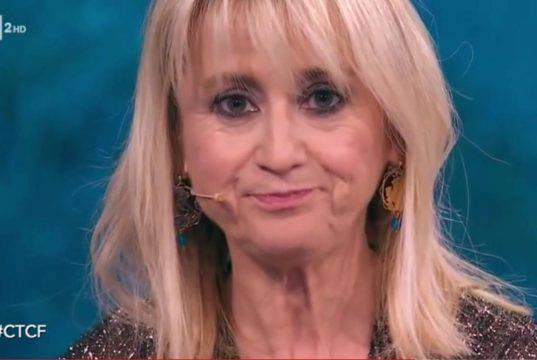 """Luciana Littizzetto e la battuta su Wanda Nara nuda a cavallo    """"Dov'è il pomello della sella?""""  Scoppia la polemica"""