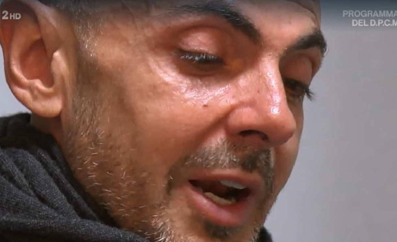 Enzo Miccio in lacrime