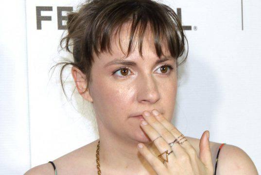 Lena Dunham racconta la sua malattia: l'abbigliamento fa dis