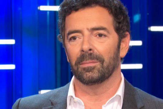 Alberto Matano, paura a La vita in Diretta: calci e pugni co