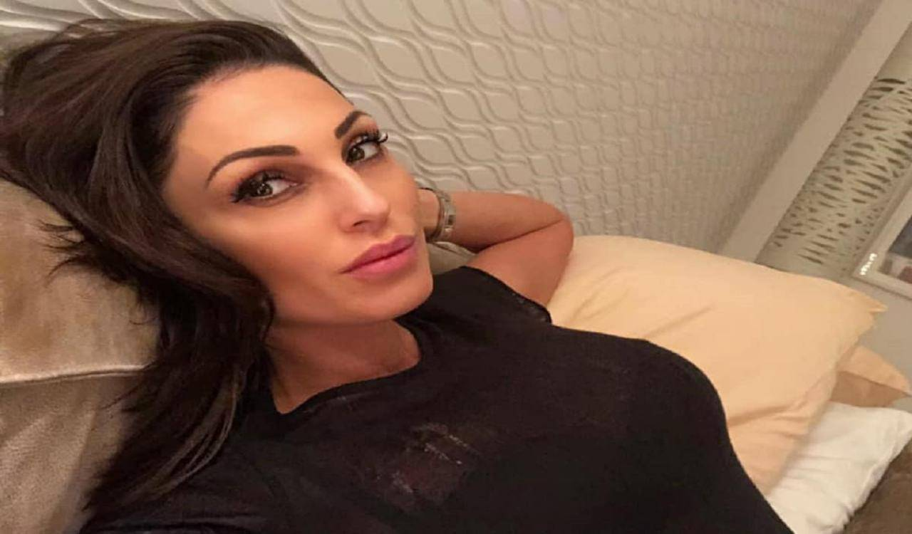Anna Tatangelo 'casalinga disperata'