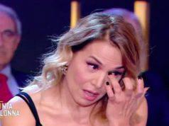 Barbara D'Urso scoppia in lacrime in diretta Tv e lascia tutti senza parole: cosa è successo e qual è il motivo di tanta commozione?