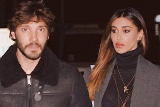 Belen Rodriguez in costume su Instagram: gioco di specchi da urlo  Video
