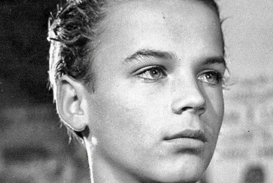 Oggi è una star acclamata, riconoscete questo ragazzino?