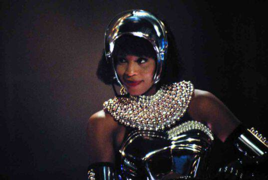 Whitney Huston, una voce indimenticabile simbolo degli anni '80