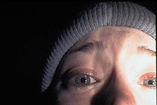 Terrore sul set, un'attrice teme di essere uccisa dal regista