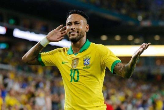 Neymar, tradisce la fidanzata con un'italiana?