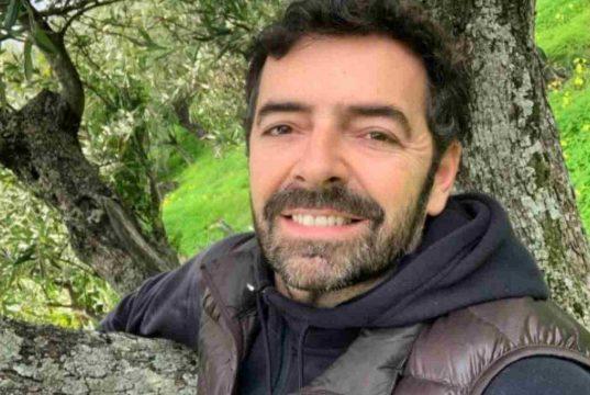 "Alberto Matano torna ""bambino"": basta davvero poco"
