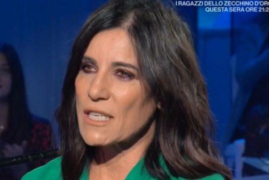 """Paola Turci dal palco imita Fedez: i leghisti sui social mi chiamano """"vecchia, zoccola e lesbica"""""""