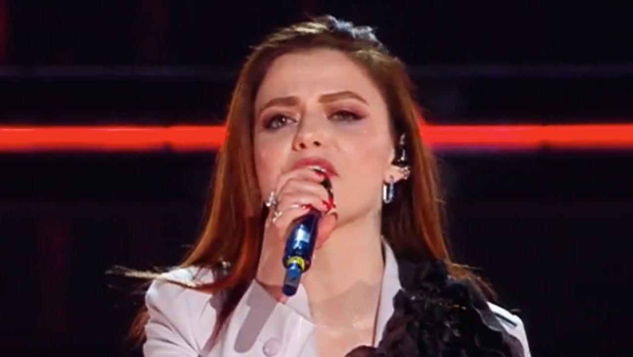 Sanremo 2021, esplode la passione con Annalisa sul palco