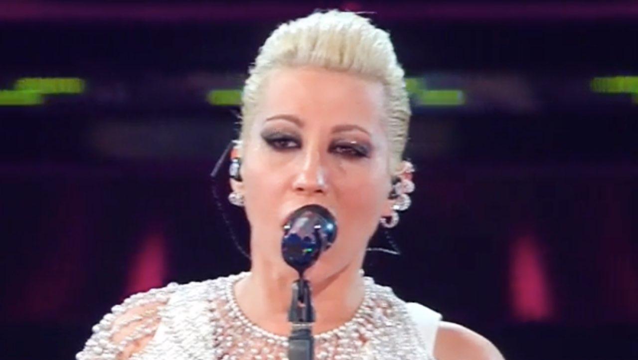 """Sanremo 2021, Malika Ayane scambiata per un'altra star: """"magari!"""""""