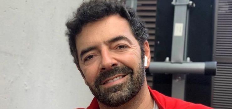 """Alberto Matano """"cominciamo col sorriso"""": l'augurio del conduttore"""