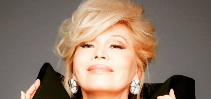 """Amanda Lear l'amore con David Bowie: """"Fu il primo a credere in me"""""""