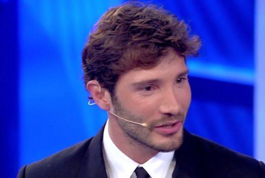 Stefano De Martino canta Sangiovanni: la sua versione diventa virale