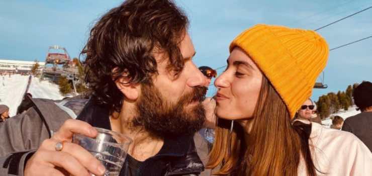 Tommaso Paradiso, avete mai visto la sua fidanzata Carolina?