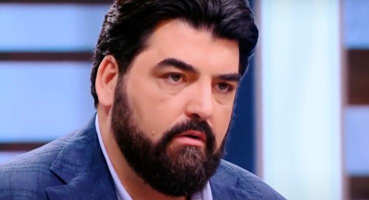 Antonino Cannavacciuolo 'preso d'assalto' sui social: che succede?